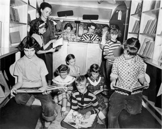 Libraries-on-wheels-Bookmobile-11-540x430