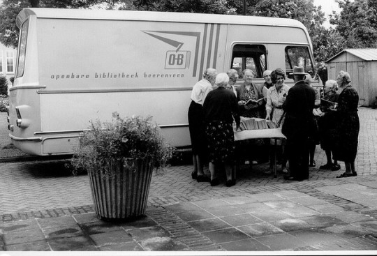 Libraries-on-wheels-Bookmobile-3-540x367