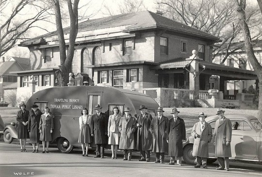 Libraries-on-wheels-Bookmobile-9-540x366