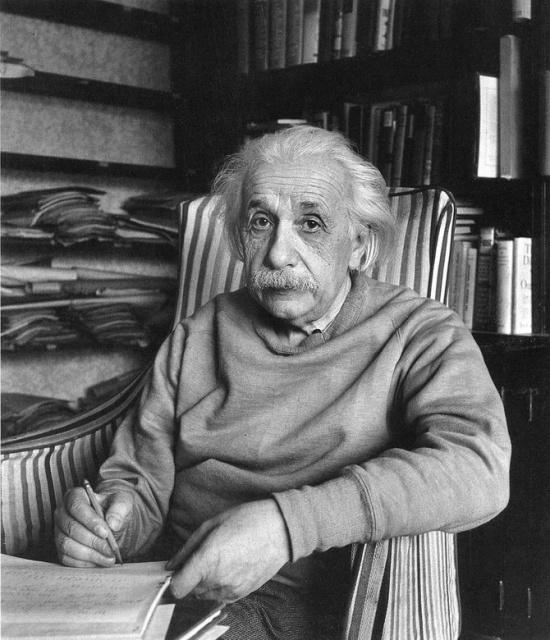 ალბერტ აინშტაინი საკუთარ სახლში 1949 წელი