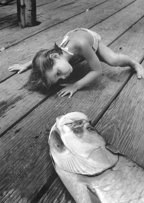 გოგონა და თევზი