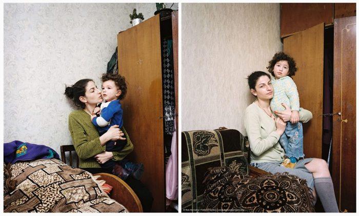 აფხაზეთიდან დევნილი, თბილისში მცხოვრები ქეთევანი შვილთან ერთად. ქეთევანს აღარ აქვს იმედი, რომ ოდესმე დაბრუნდება თავის სახლში.
