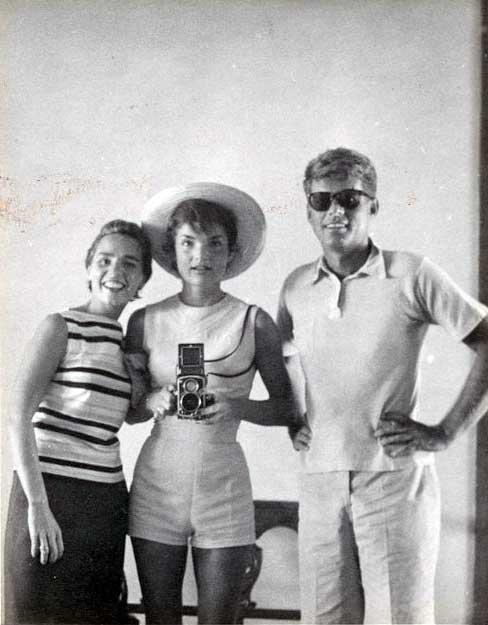 ეტელ, ჟაკლინ და ჯონ კენედები, 1954 წელი