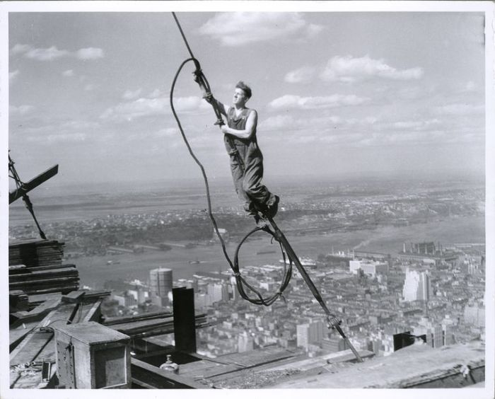 vintage-empire-state-building-construction-photos-by-lewis-wickes-hine-1931-29