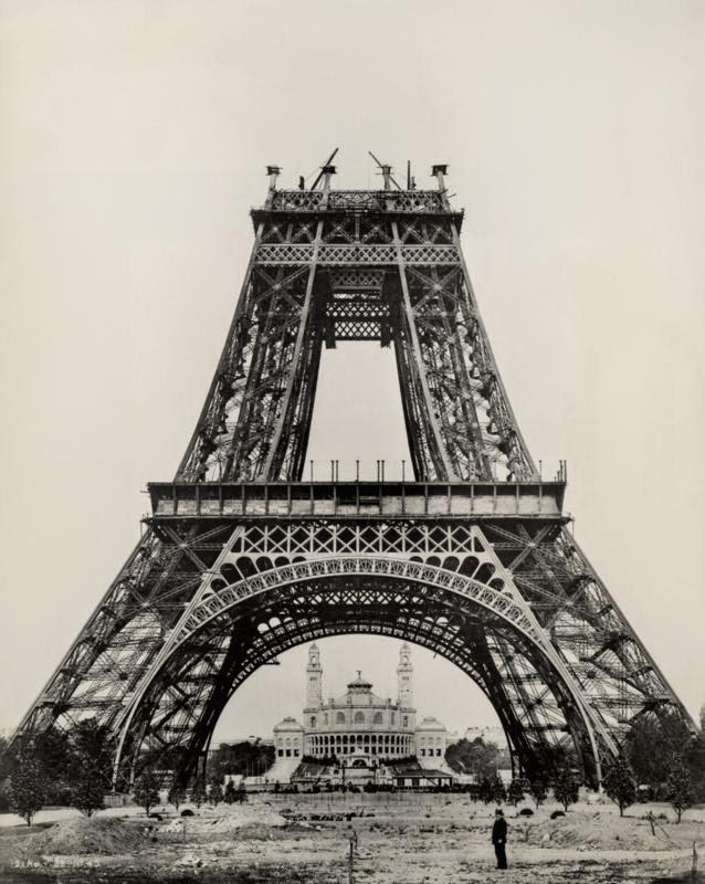 1888 წლის 21 აგვისტო გუსტავ ეიფელი უშუალოდ აკვირდება საკონსტრუქციო სამუშაოებს