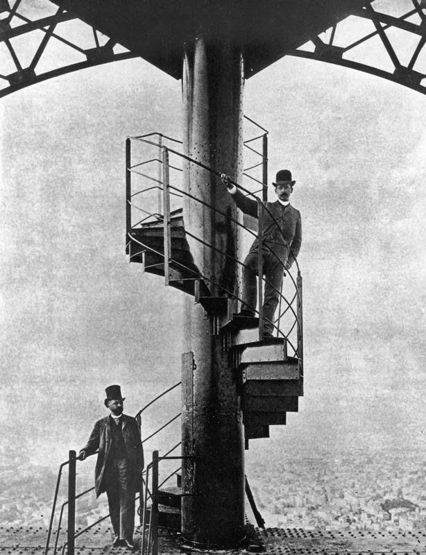 გუსტავ ეიფელი მშენებლობაზე 1889 წელი